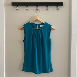 CALVIN KLEIN Teal Pleated Sleeveless Blouse